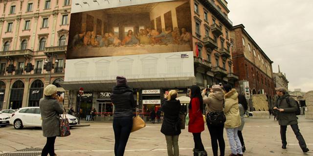 Le opere-pubblicità di Etienne Lavie approdano a Milano ma il dubbio rimane: tutto vero o solo virtuale?
